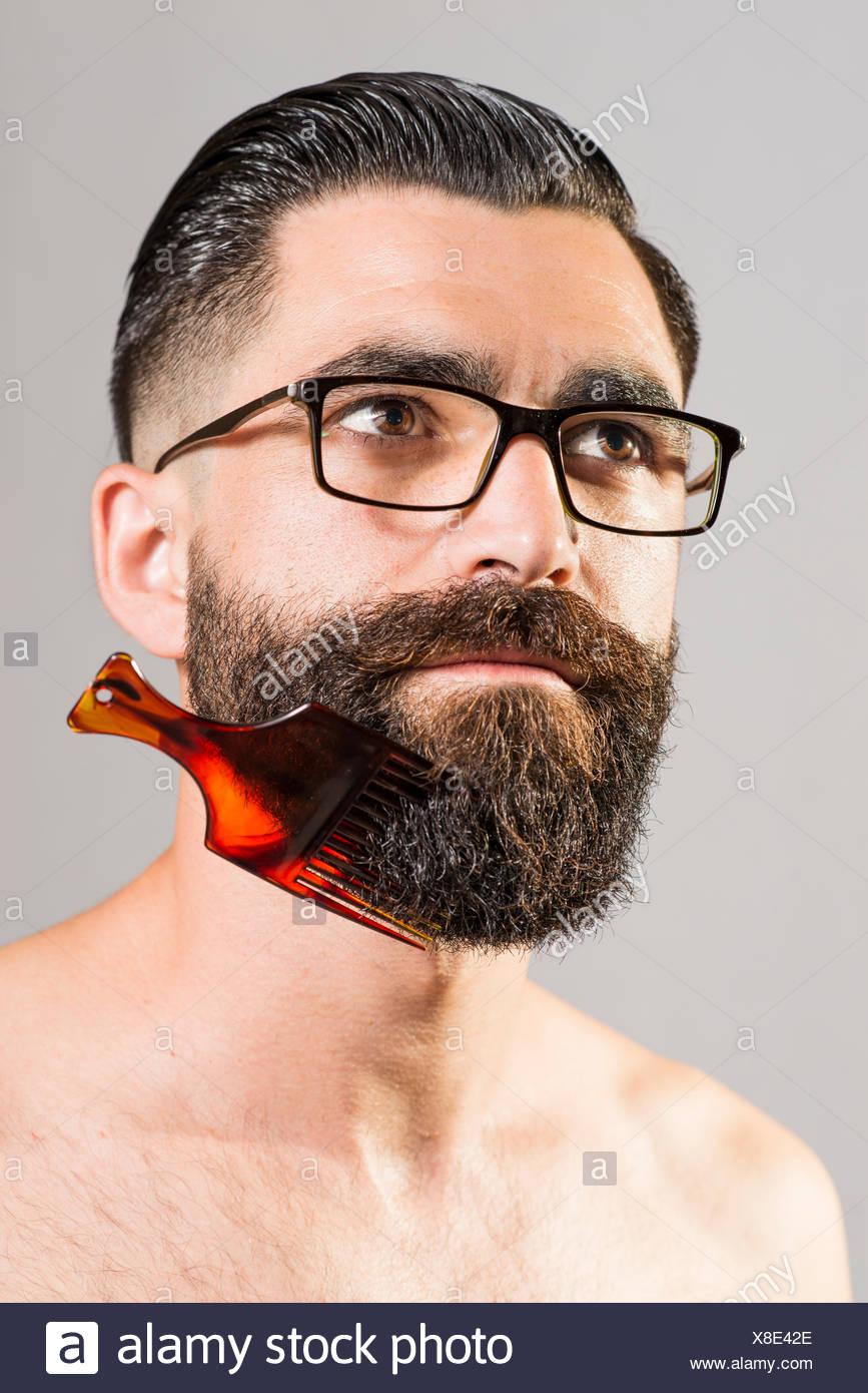 mann mit brille nackt