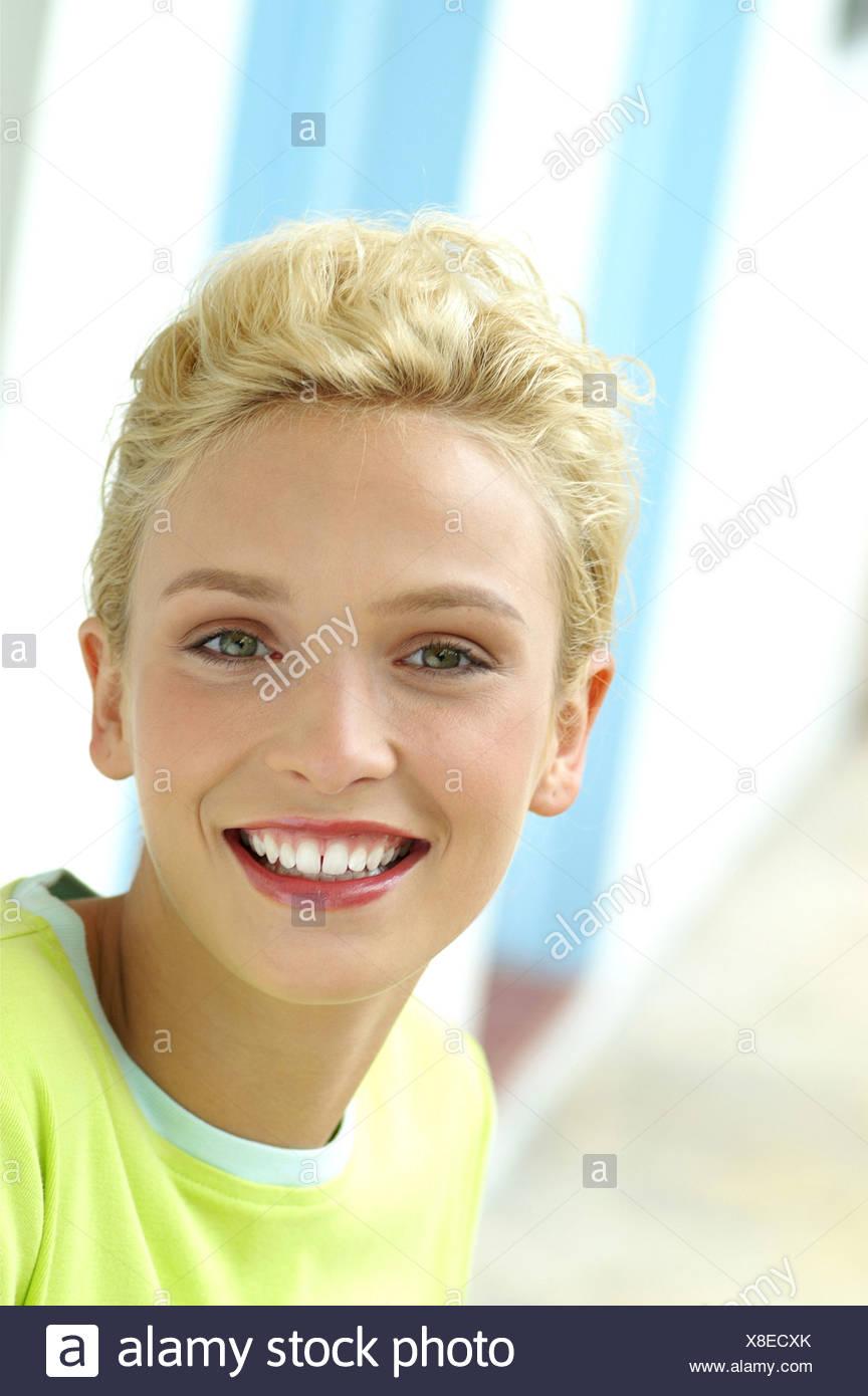 Blond grün weiblich Weiblich blonde