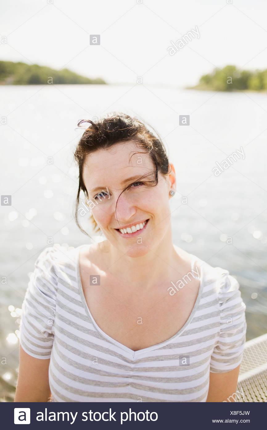 Porträt von Frauen bei Gegenlicht Stockbild