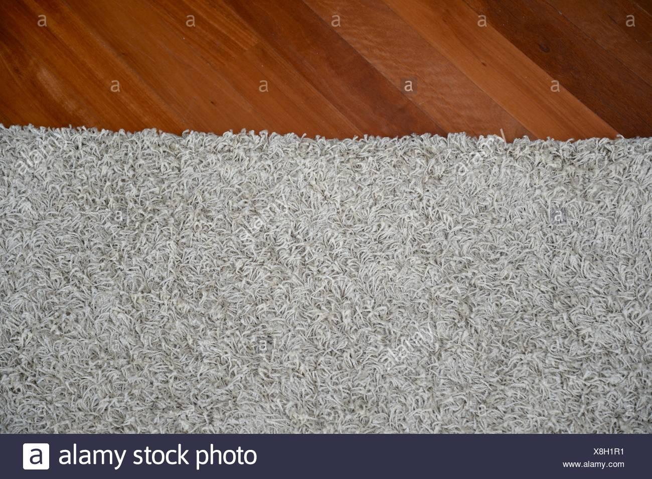 Fußboden Teppich ~ Ein fußboden teppich isoliert auf einem einfarbigen hintergrund