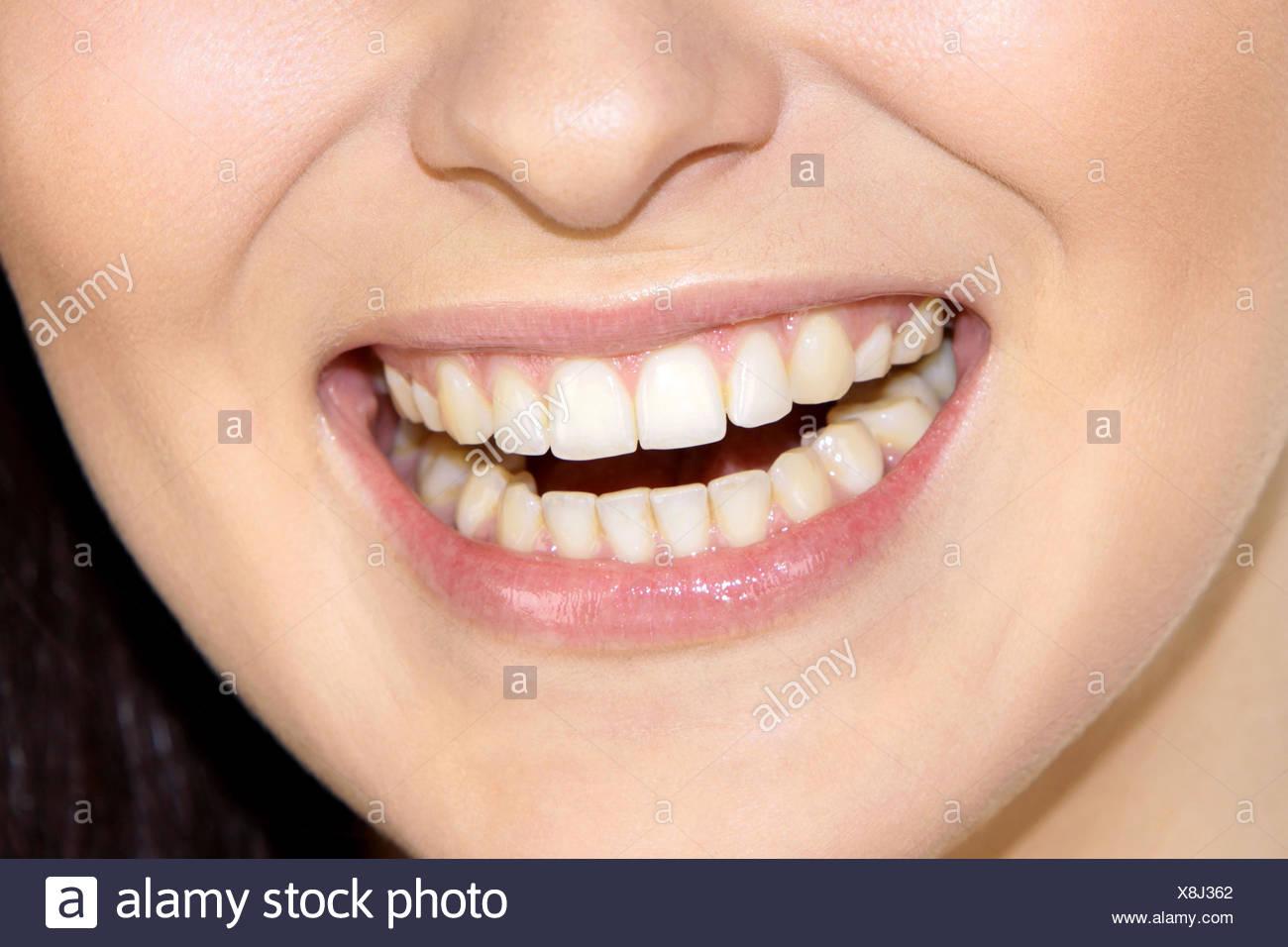 Frau, Jung, Laecheln, Detail, Munder, Nahaufnahme, Innen, Zahn, Zaehne, Lippen, angetreten, Schoenheit, Schönheit, Natuerlich, Natuerlic Stockbild