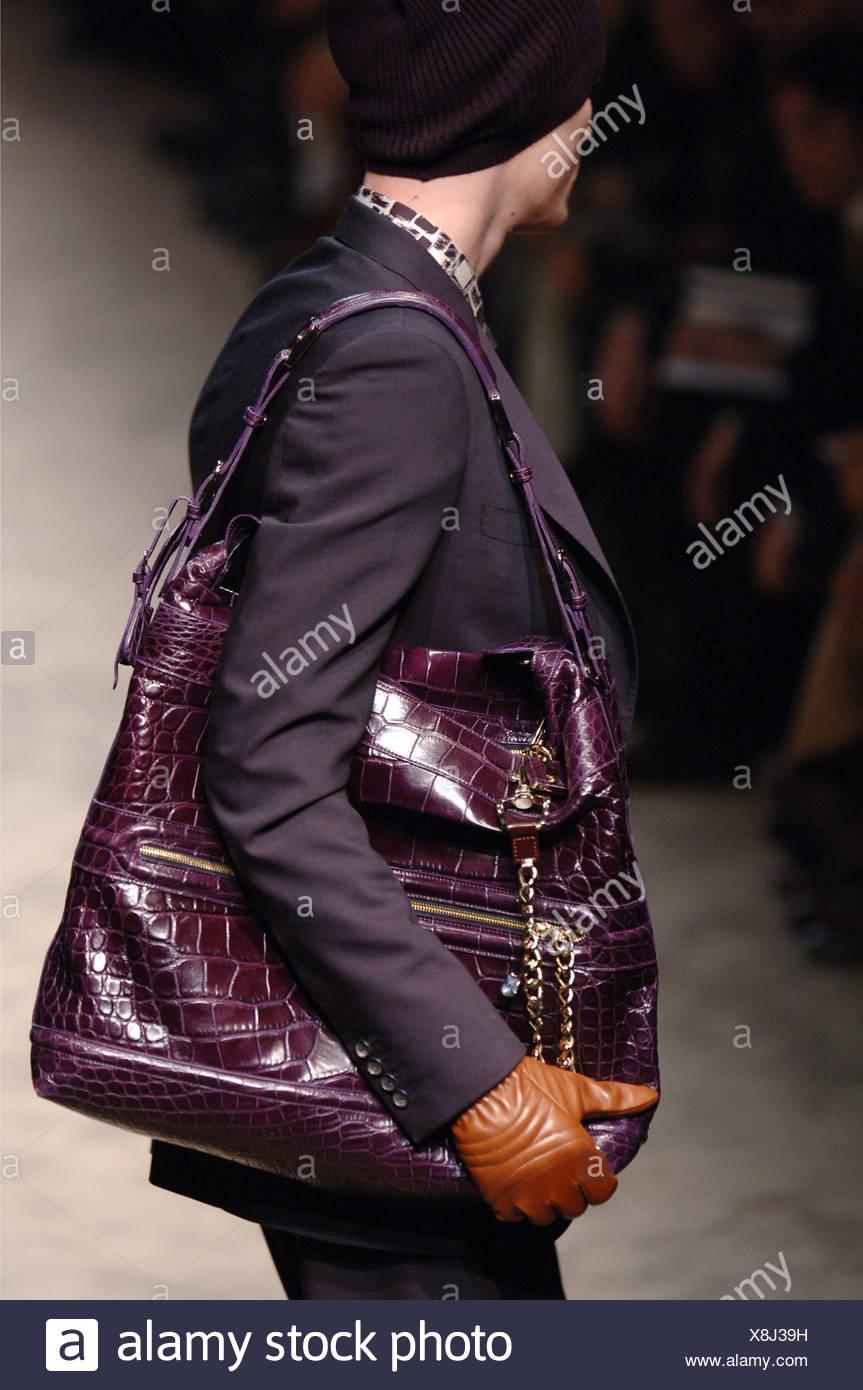 Mailand Männermodel Herrenmode A W einen Burberry trägt VqGSUzMp