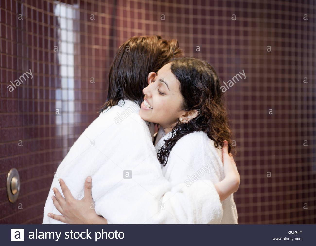 lesbischen kussen dusche
