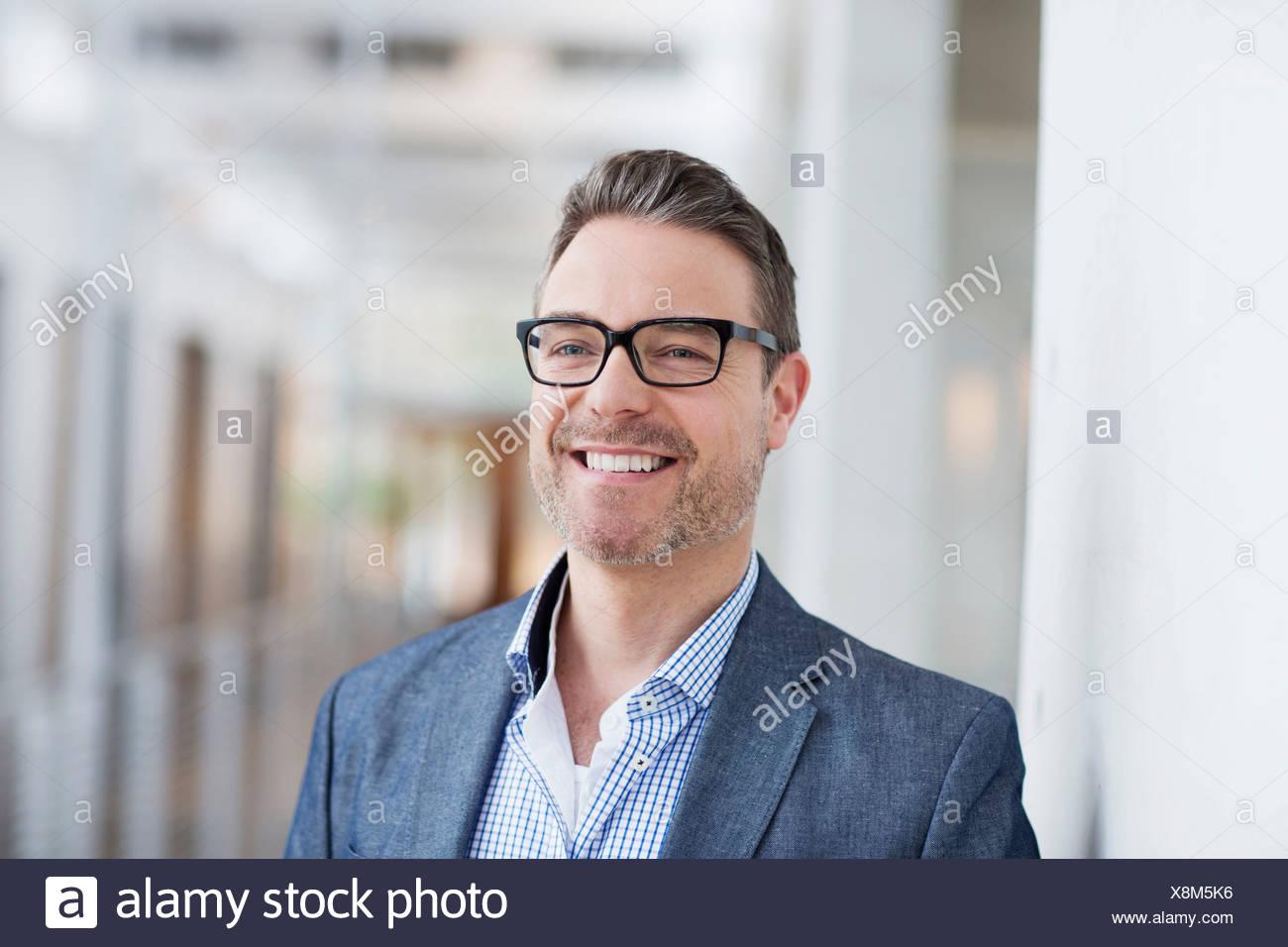 Mann mit toothy Lächeln Stockbild