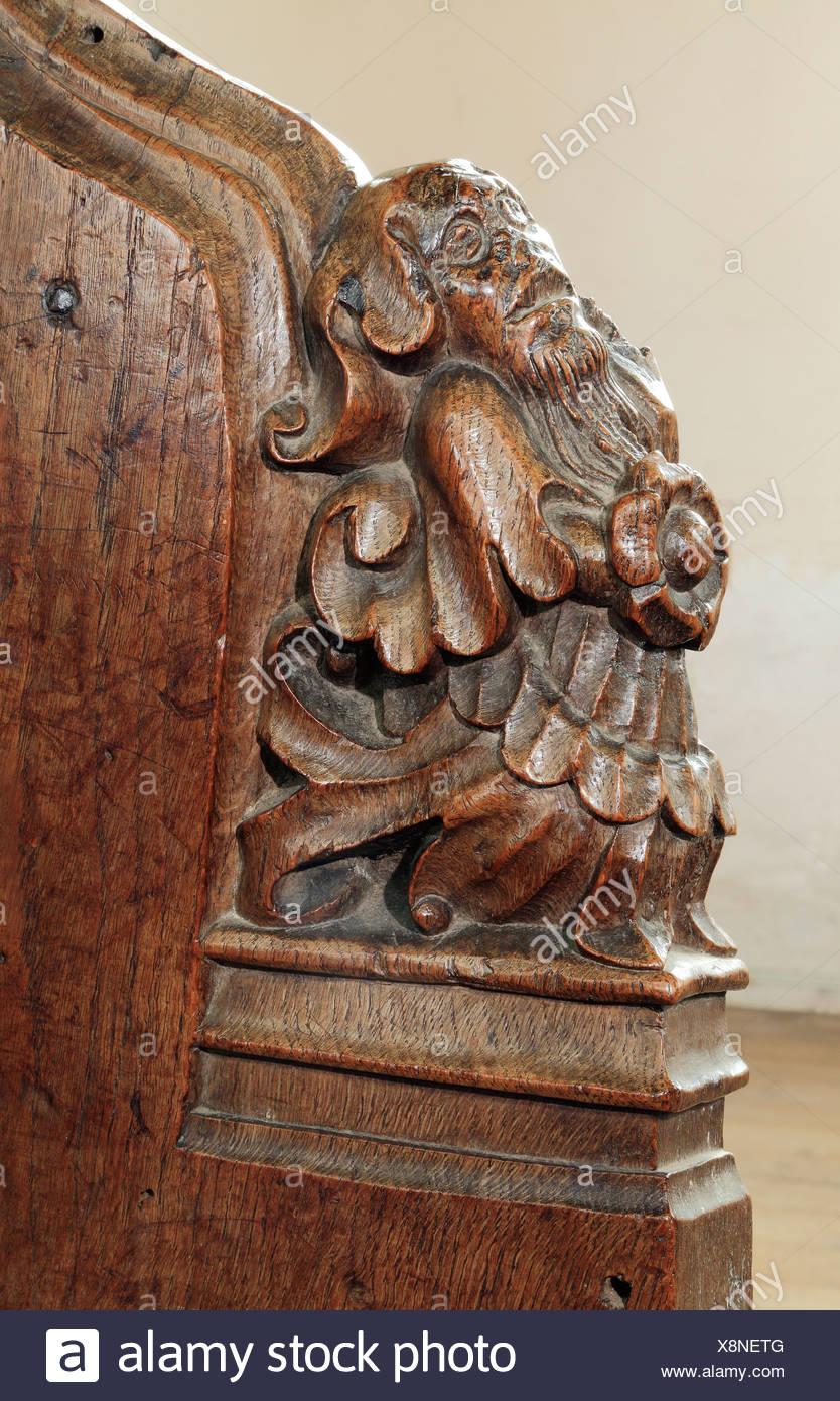 Mittelalterliche 15. Jahrhundert Holzbank, endet Dornweiler Norfolk England UK Benchend Benchends geschnitzt Holz-Schnitzerei Schnitzereien Stockbild