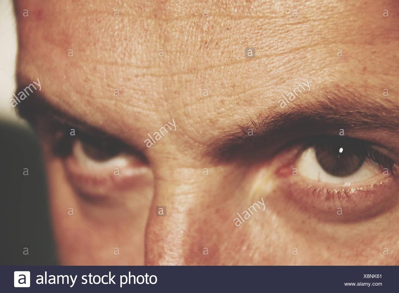 Nahaufnahme der Augen des Mannes Stockbild