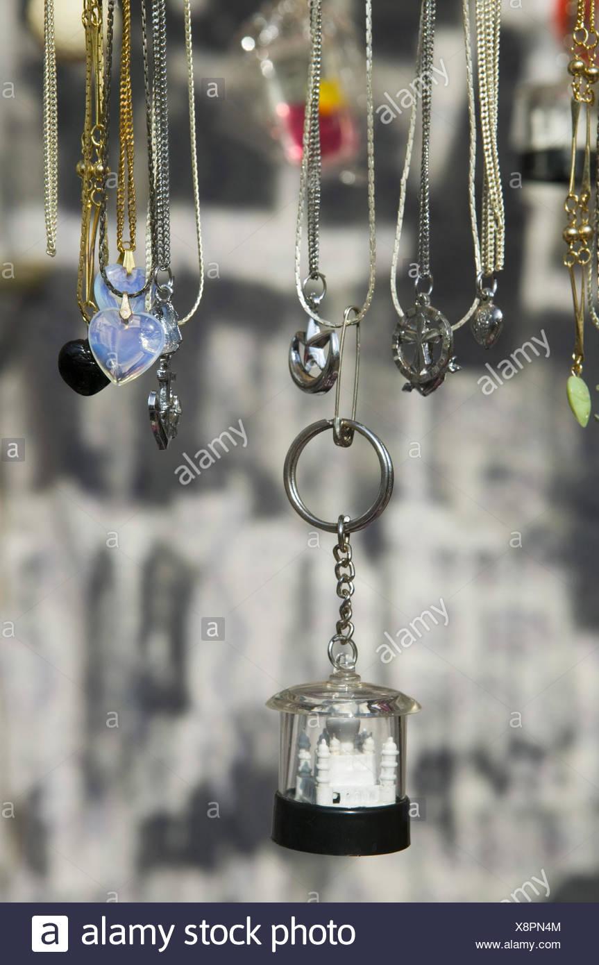 Indien, Goa, Souvenirs, Schlüsselanhänger, Taj Mahal, Detail, Asien, Südasien, Reiseziel, Tourismus, Verkauf, Souvenirverkauf, Anhänger, Sehenswürdigkeiten, Mitbringsel, Erinnerung, Schmuck, Modeschmuck, Nippes, Außen, Stockbild