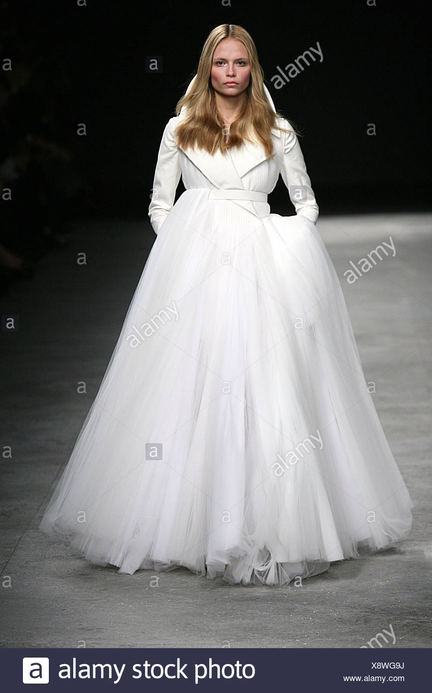 Givenchy Paris Haute Couture Frühjahr Sommer Brautkleid: Russische ...