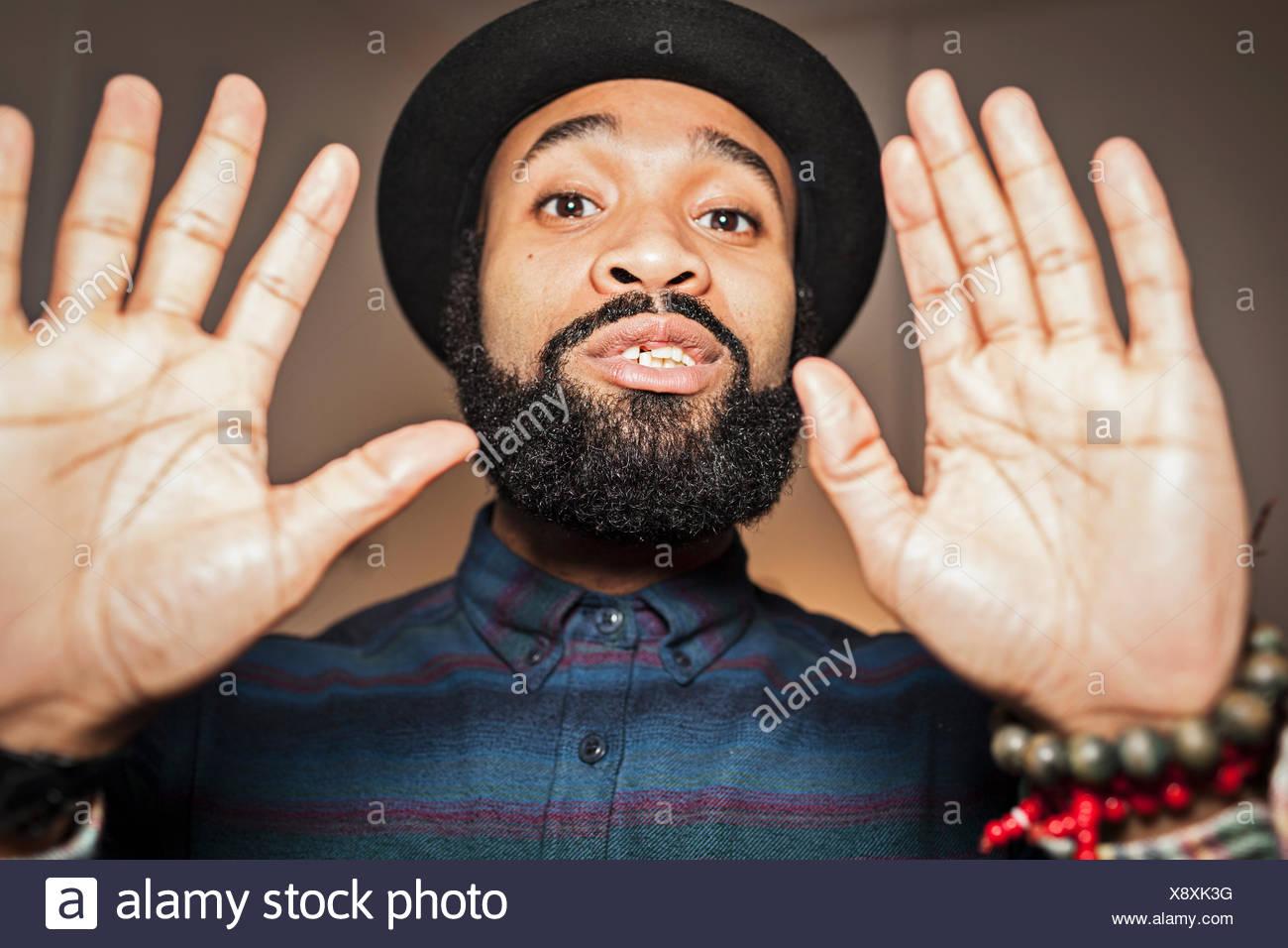 Porträt von ein hübscher junger Mann Stockbild