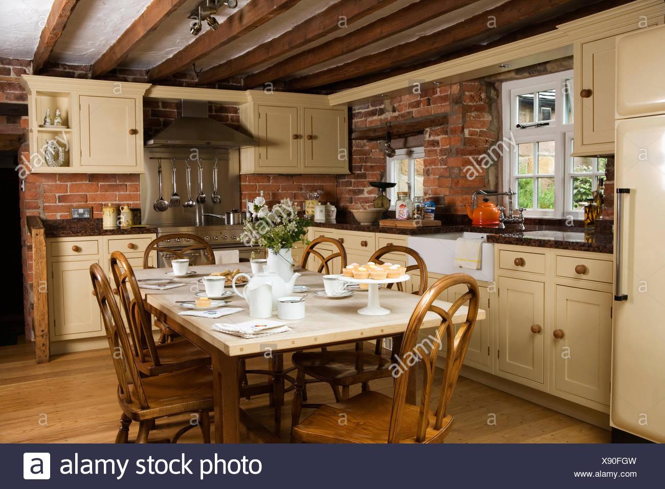 Großzügig Creme Tisch Und Stühle Für Die Küche Bilder ...