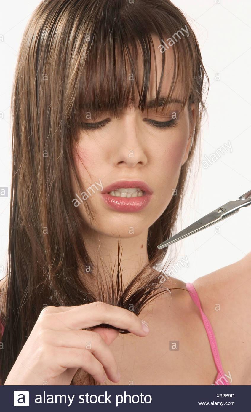 Weibliche Lange Gerade Brünette Haare Fransen Tragen Rosa Weste Top