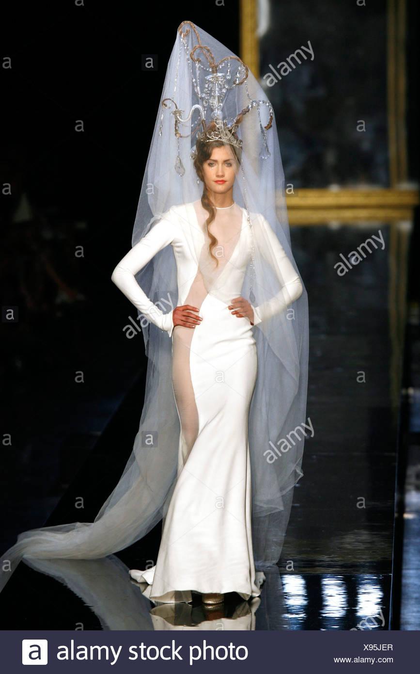 Berühmt Kleider Bei Einer Hochzeit Zu Tragen Zeitgenössisch ...
