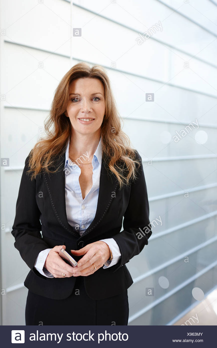 Porträt der Geschäftsfrau lächelnd Stockbild