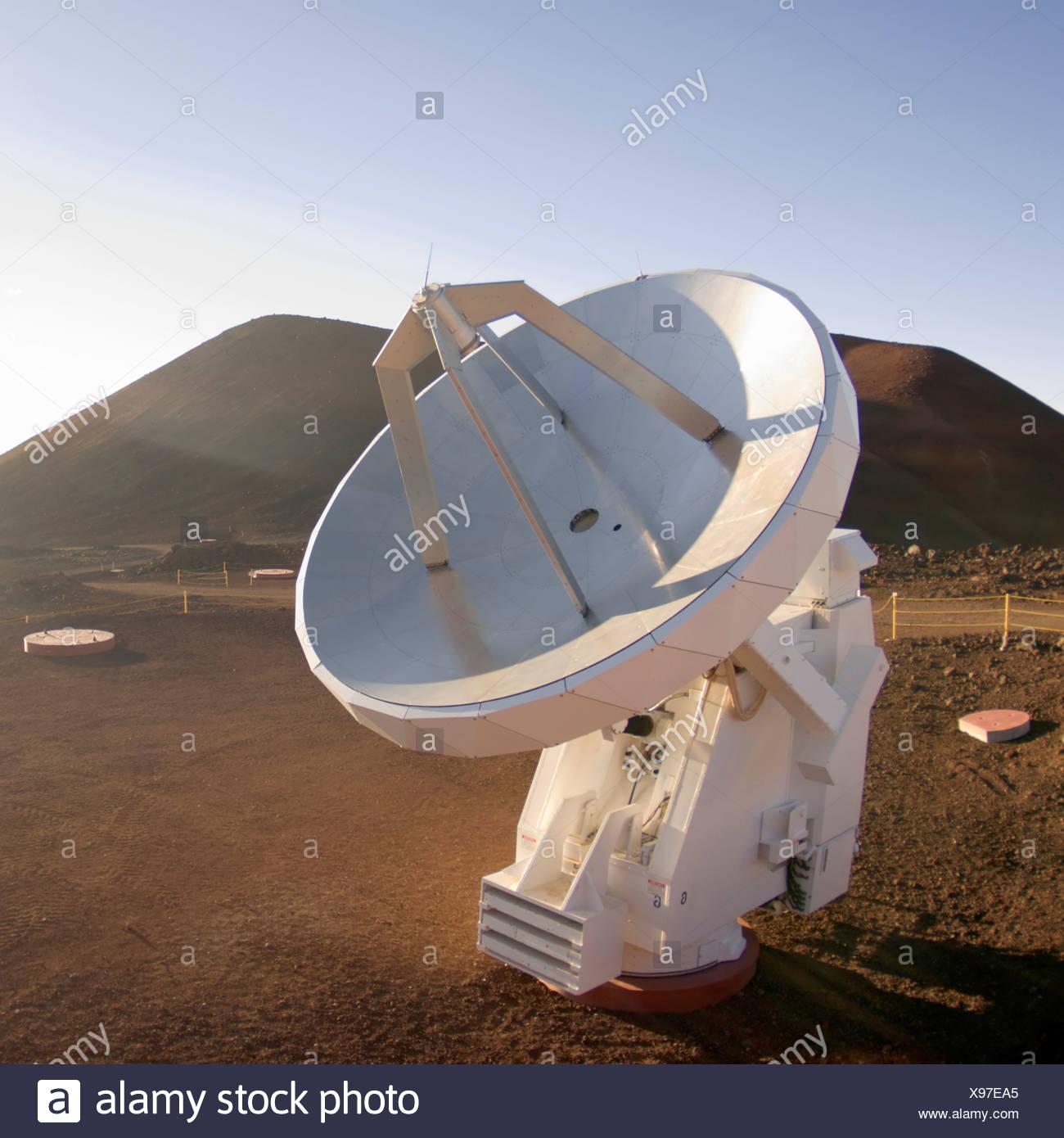 Ein Funk-Empfänger des Submillimeter Array auf Hawaiis Mauna Kea Stockbild