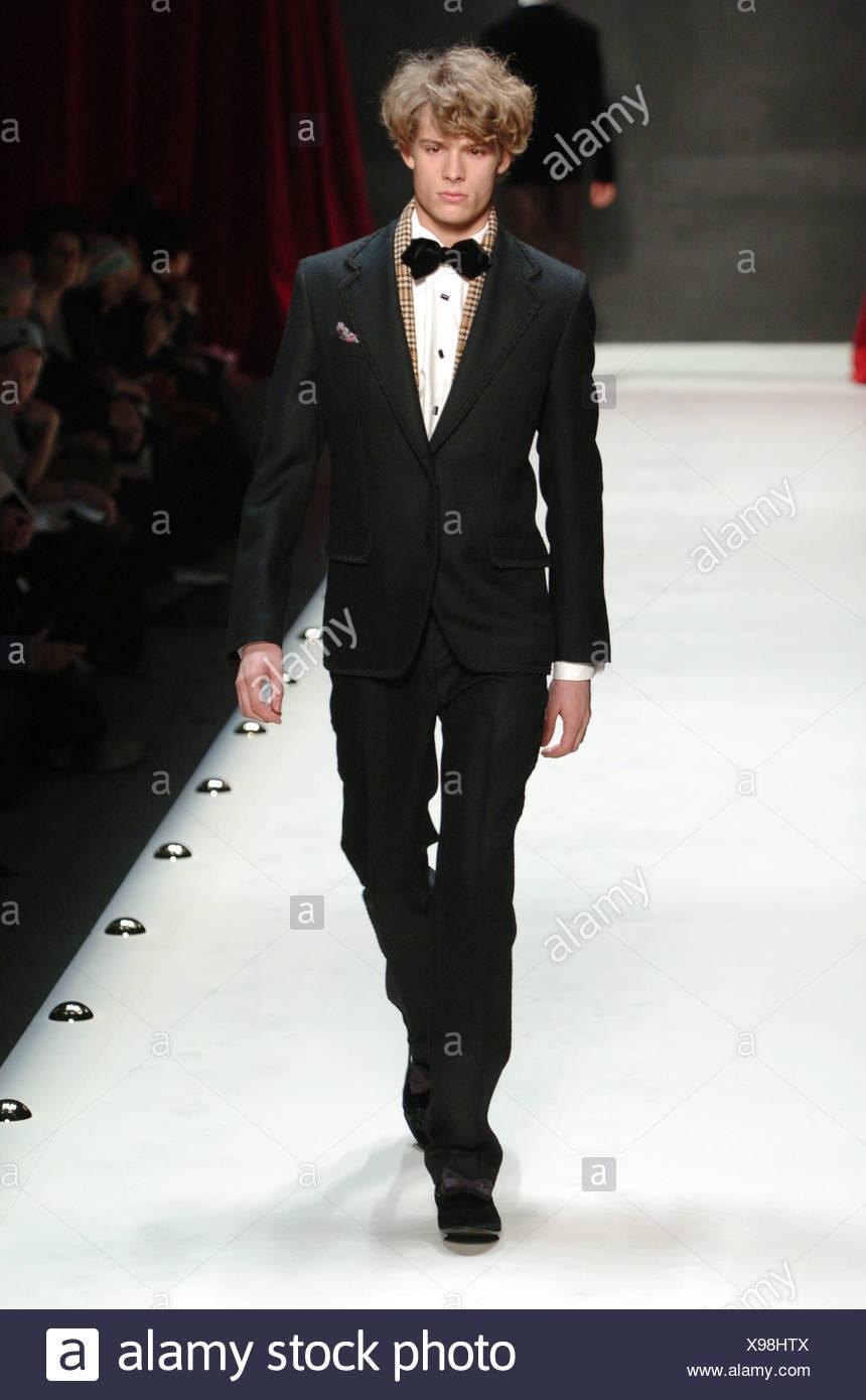 elegantes Aussehen Top Design Größe 7 Louis Vuitton Ready Wear Menswear Stockfotos & Louis Vuitton ...