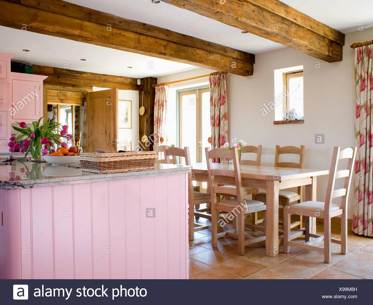 Einfachen Holztisch Und Stühle Im Traditionellen Holzbalken