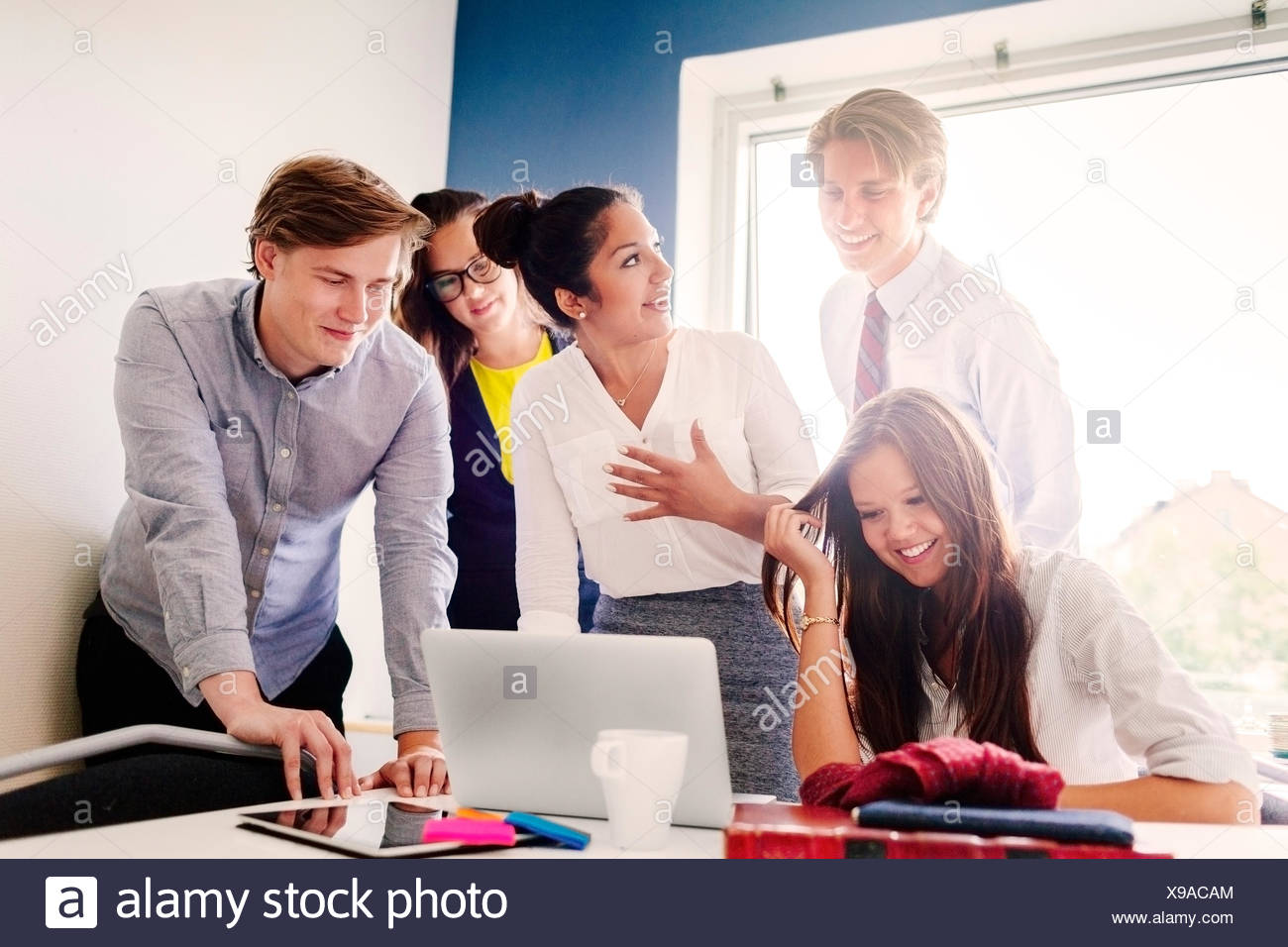 Geschäftsleute im Konferenzraum Stockbild