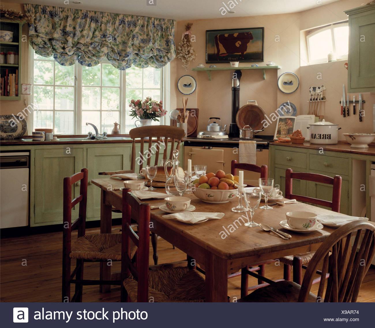 Cottage Chairs Stockfotos & Cottage Chairs Bilder - Seite 5 - Alamy