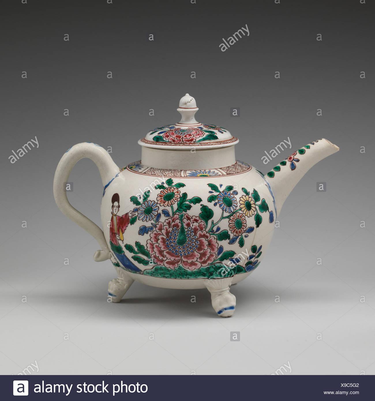 Teekanne. Datum: Ca. 1750-60; Kultur: Britische, Staffordshire; Medium: Salz - glasiert Steinzeug; Abmessungen: Insgesamt: 5 5/8 x 7 3/4 in. (14,3 x 19,7 cm); Stockbild
