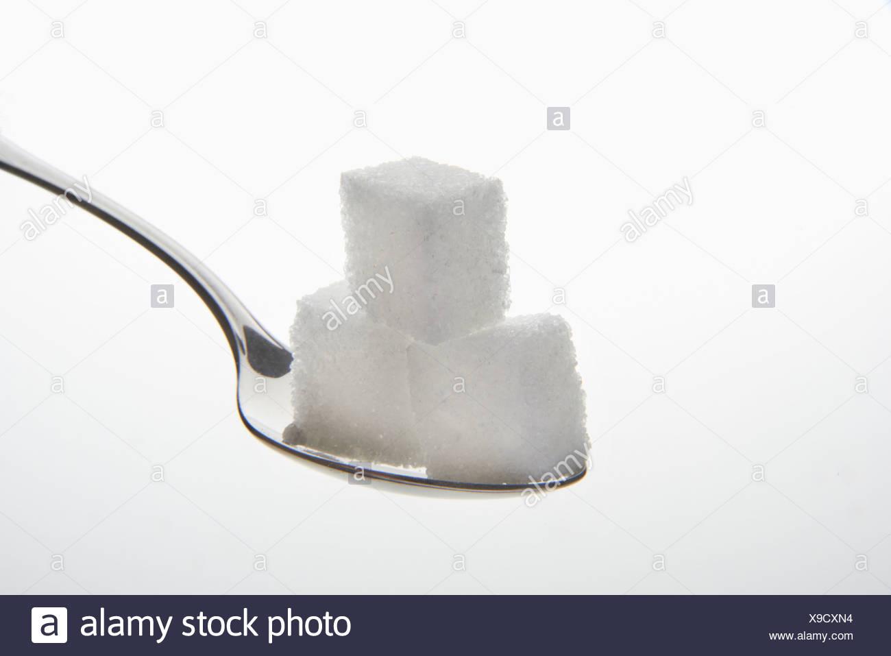 Teelöffel mit drei Stück Würfelzucker Stockbild