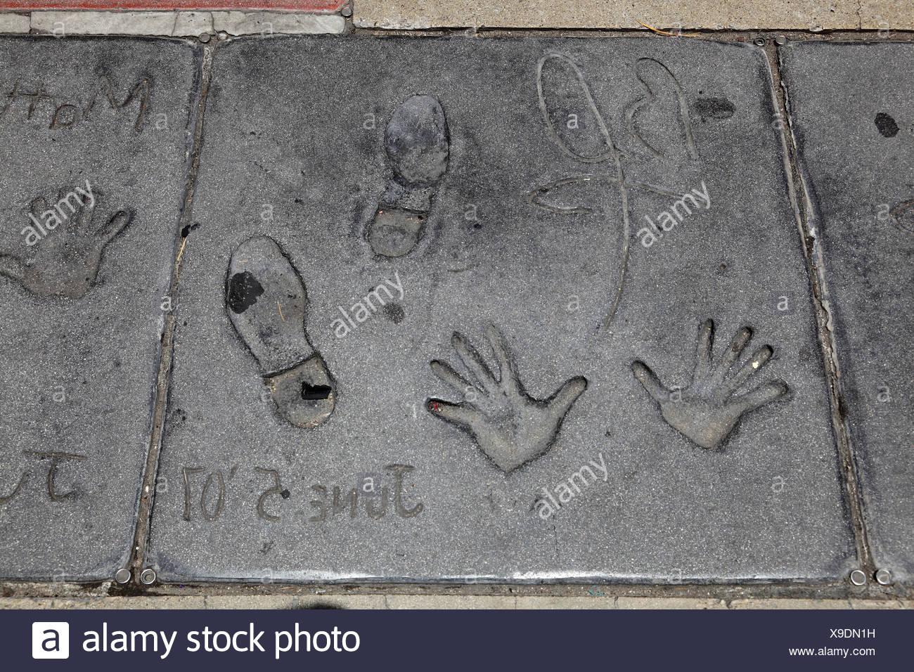 Pitt, Brad, * 18.12.1963, US-amerikanischer Schauspieler, Hand- und Schuh Drucke, Grauman's Chinese Theater, Hollywood Blvd., Hollywood, Los Angeles, Kalifornien, USA, Additional-Rights-Spiel-NA Stockbild