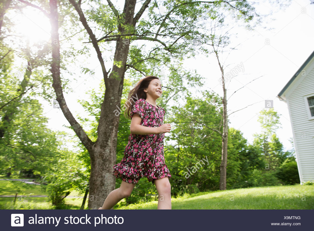boy running across grass stockfotos boy running across grass bilder alamy. Black Bedroom Furniture Sets. Home Design Ideas