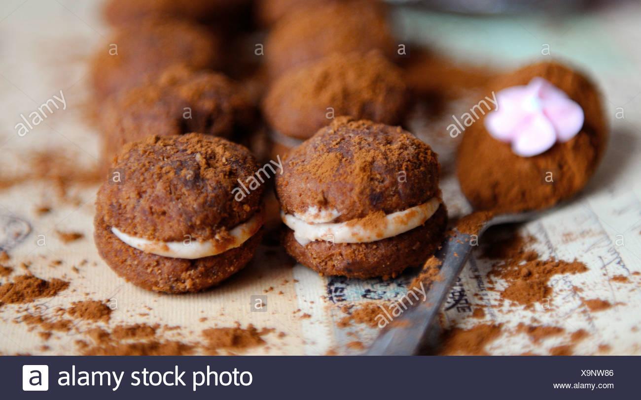 Gefüllte Schokoladen-Plätzchen (Baci) Stockbild