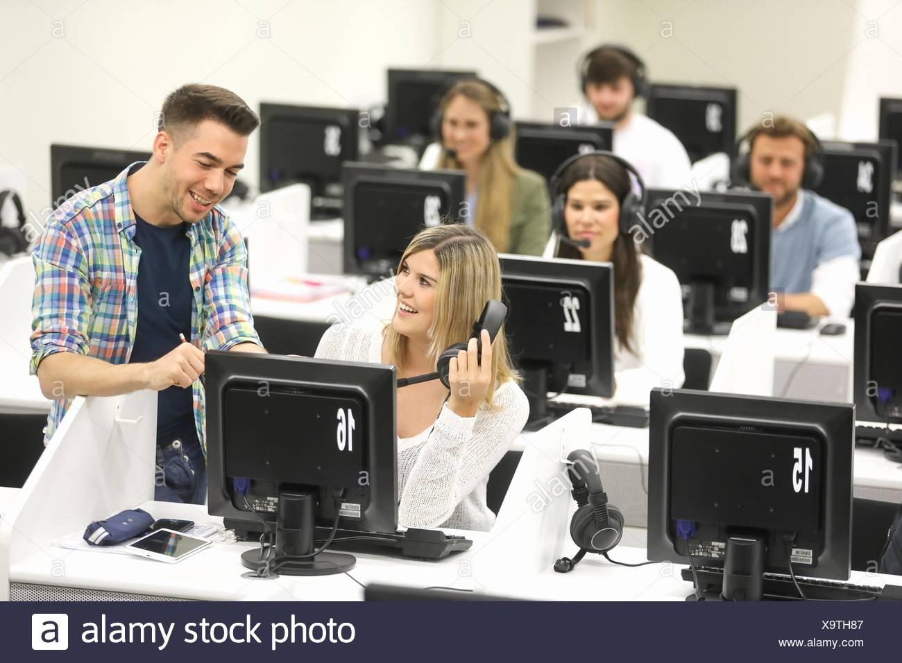 Studenten im Sprachlabor, Sprache, Schulungsraum, Universität des Baskenlandes, Donostia, San Sebastian, Gipuzkoa, Spanien Stockbild