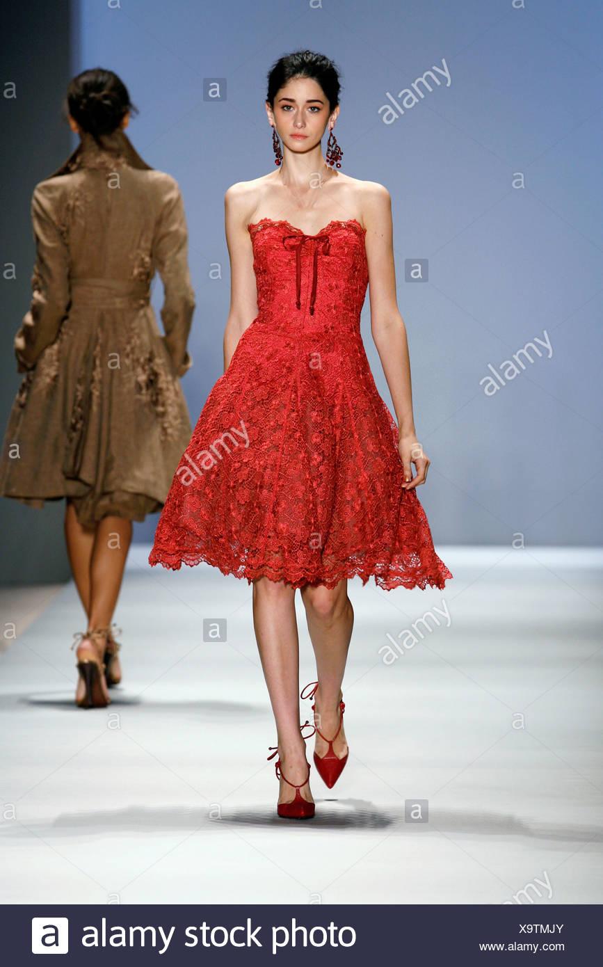 Charmant Rotes Kleid Hochzeit Zu Tragen Zeitgenössisch ...
