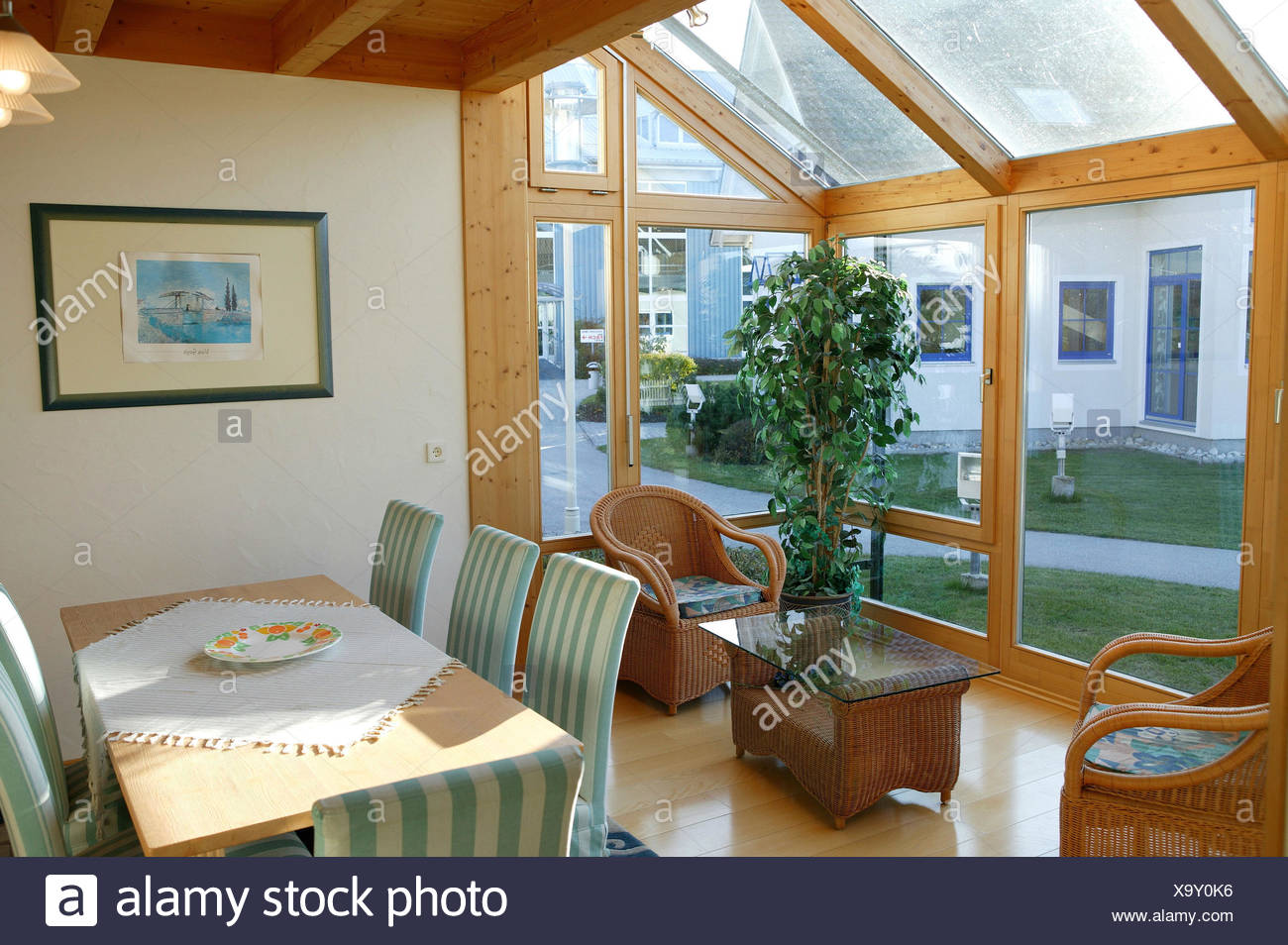 einfamilienhaus wintergarten leben platz esstisch haus wohnhaus esszimmer tisch stuhle parkett st von mobel mobel wicker sessel einrichtung