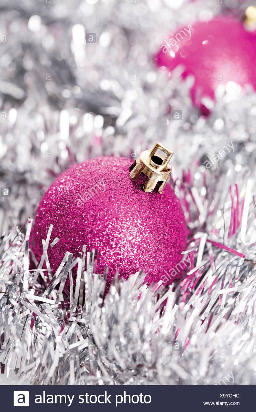 Glitzer Christbaumkugeln.Rosa Glitzer Christbaumkugeln Mit Weihnachtsschmuck Stockfoto Bild