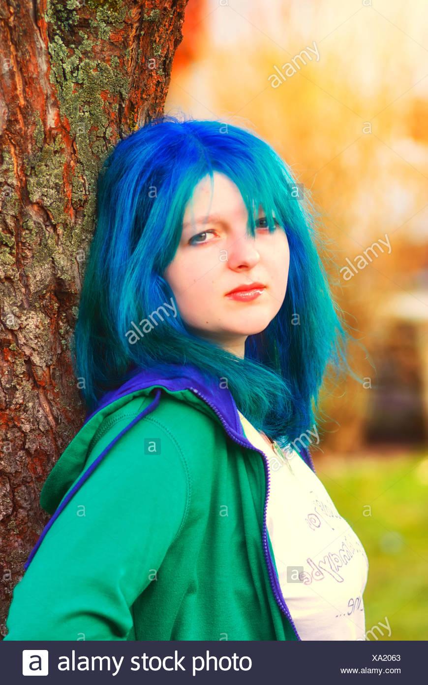 Mädchen mit blauen Haaren Stockfoto, Bild: 281556523 - Alamy