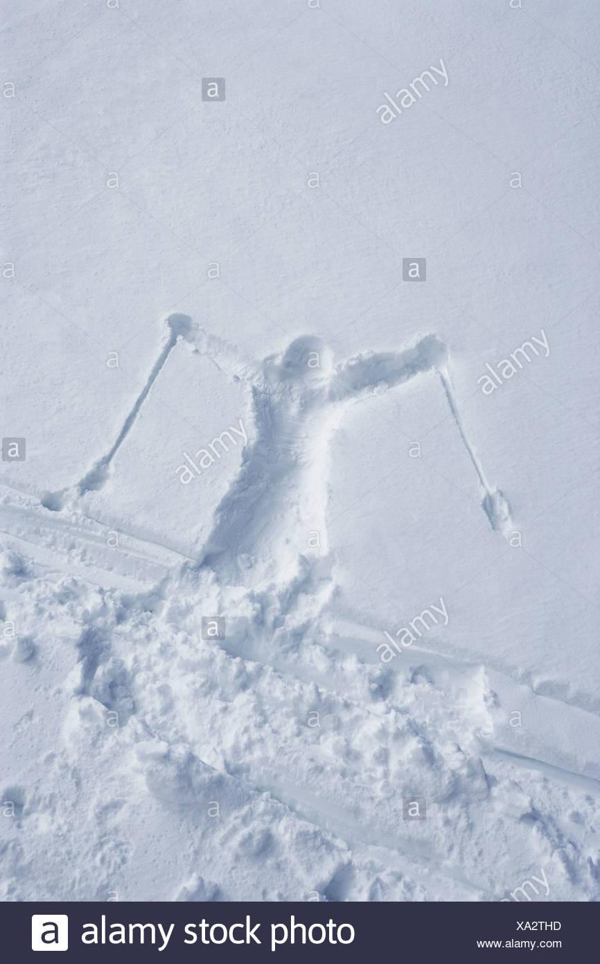 Skifahrer Gliederung im Schnee Stockbild