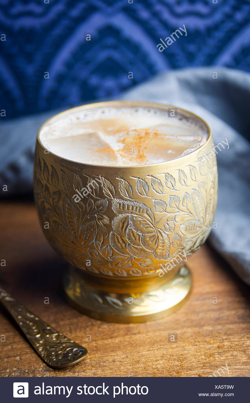 Eine Nahaufnahme von einem Kürbis Spice Latte Cocktail Stockbild