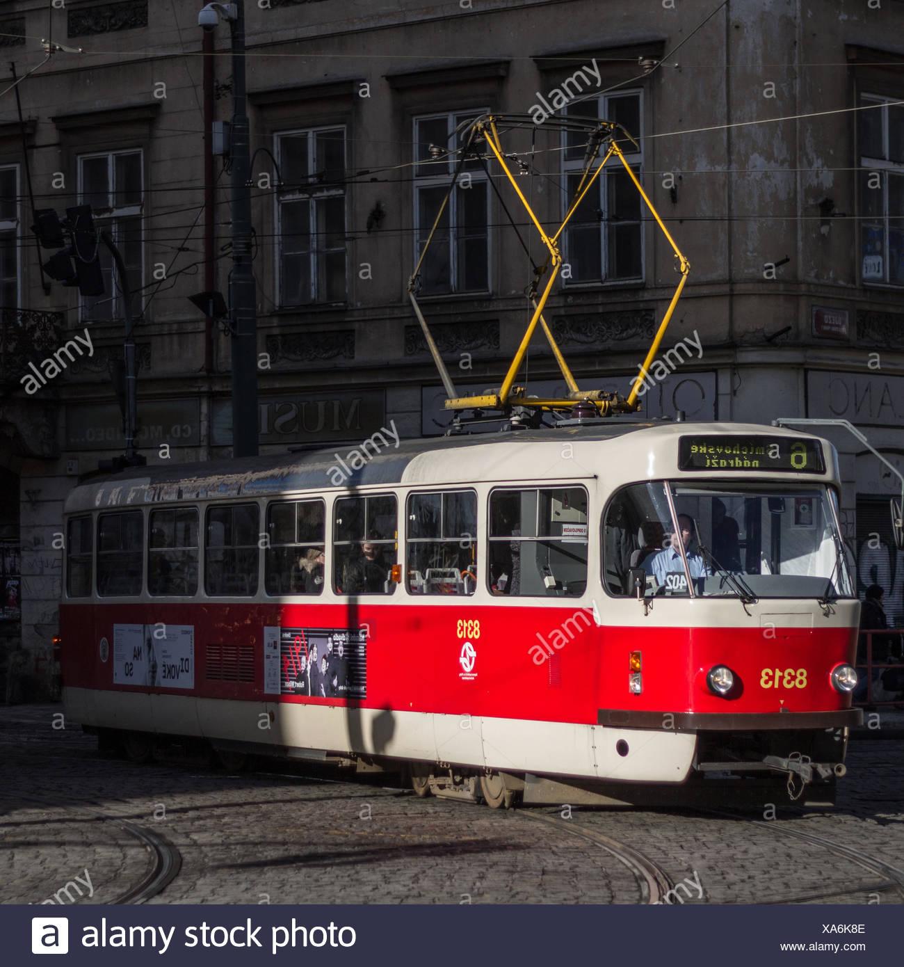 Nostalgische Straßenbahn in Prag Stockbild