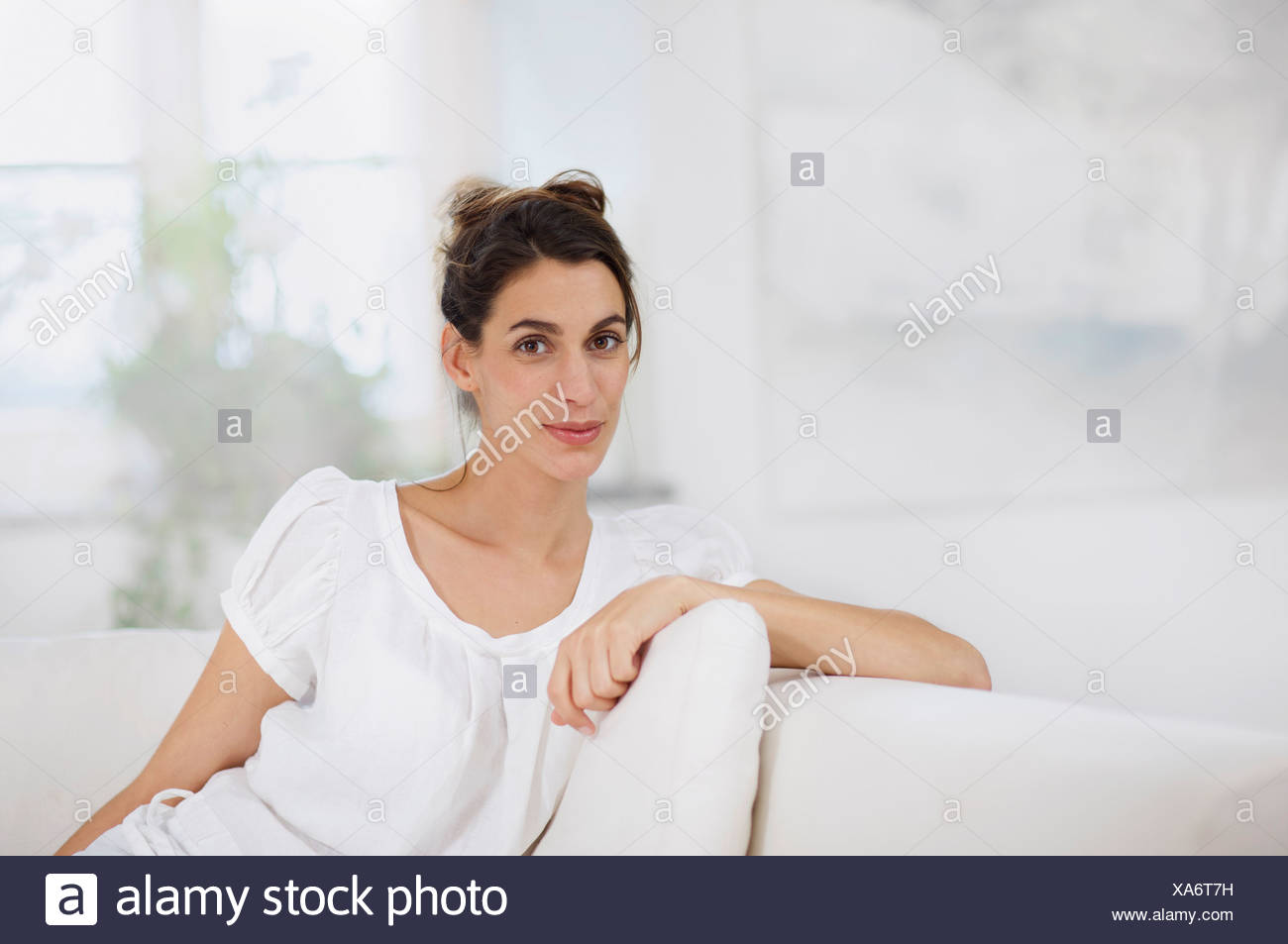 anspruchsvolle Frau entspannend Stockbild
