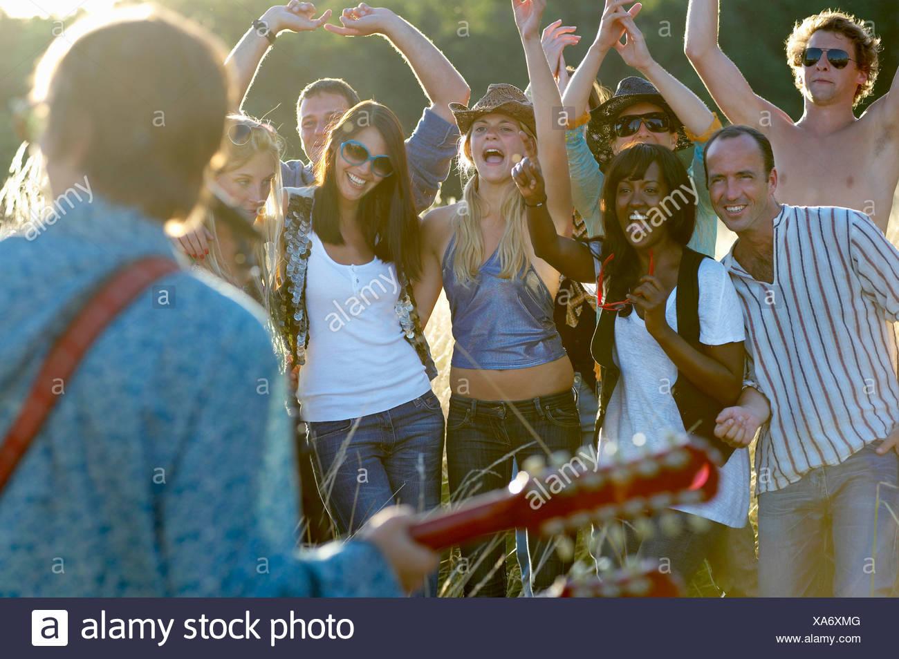 Konzert in einem Feld Stockbild
