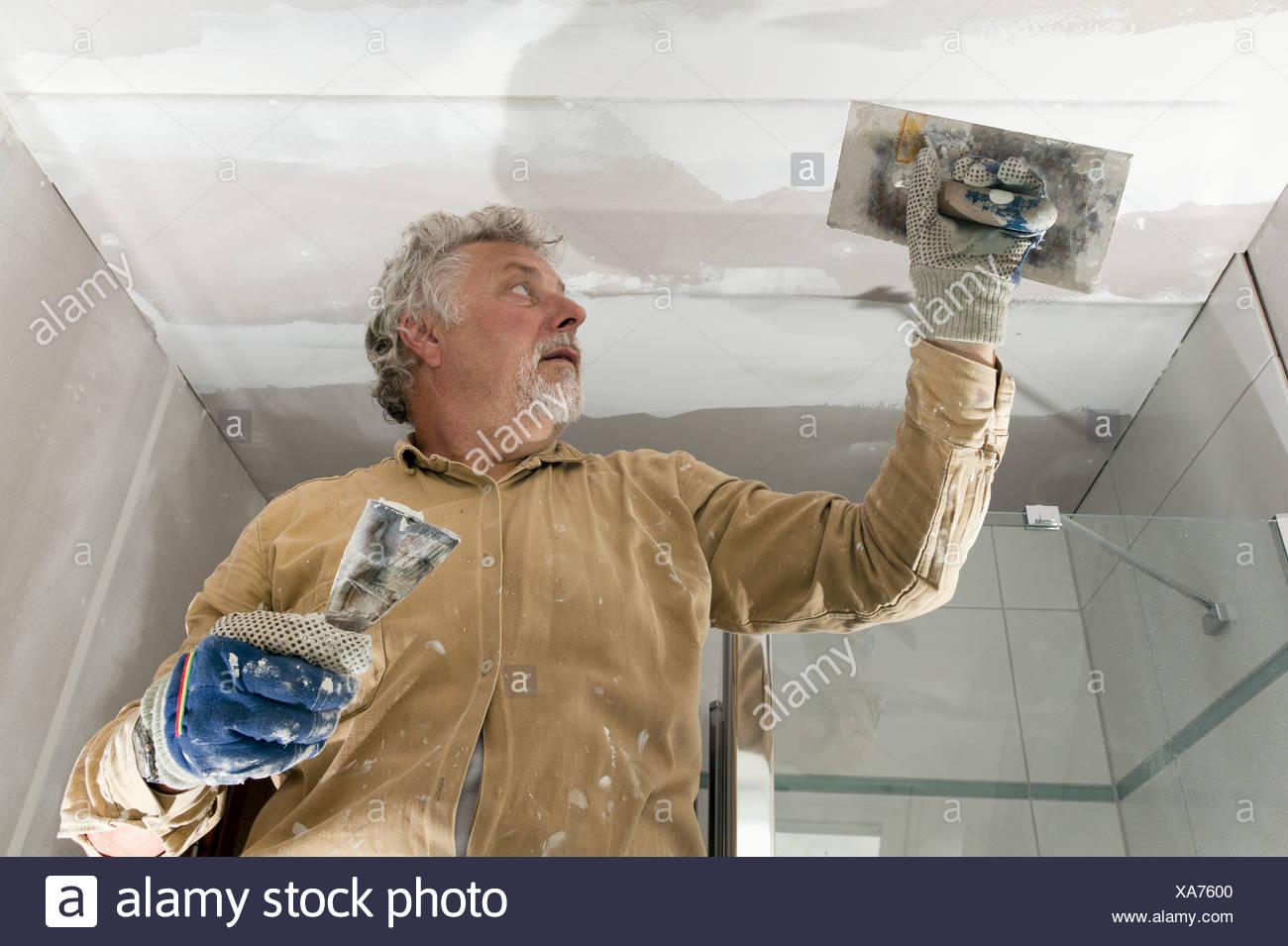 Maler, wenn die Decke Verputzen Stockfoto, Bild: 281670816 ...