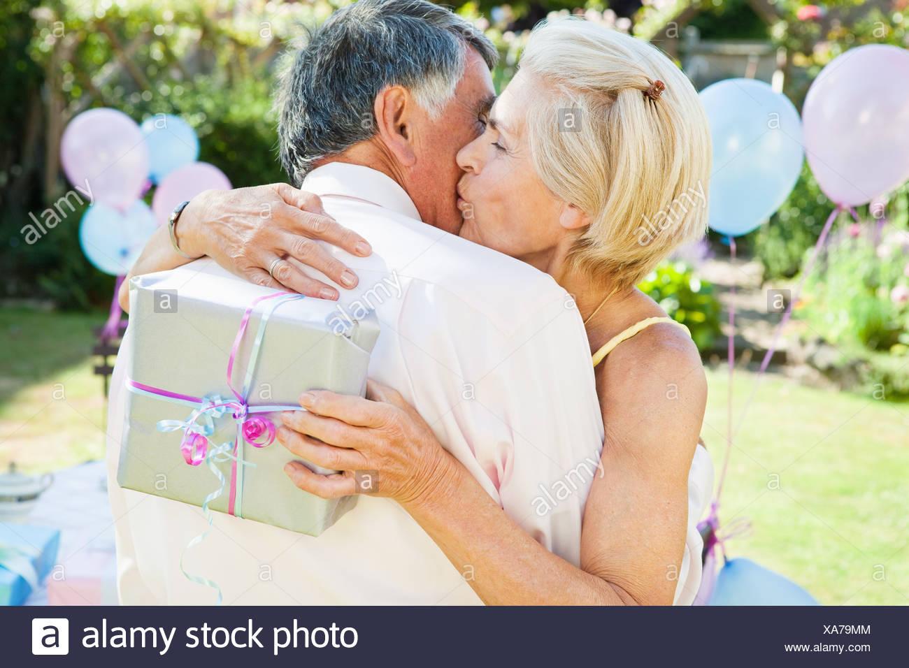 Reife Frauen küssen