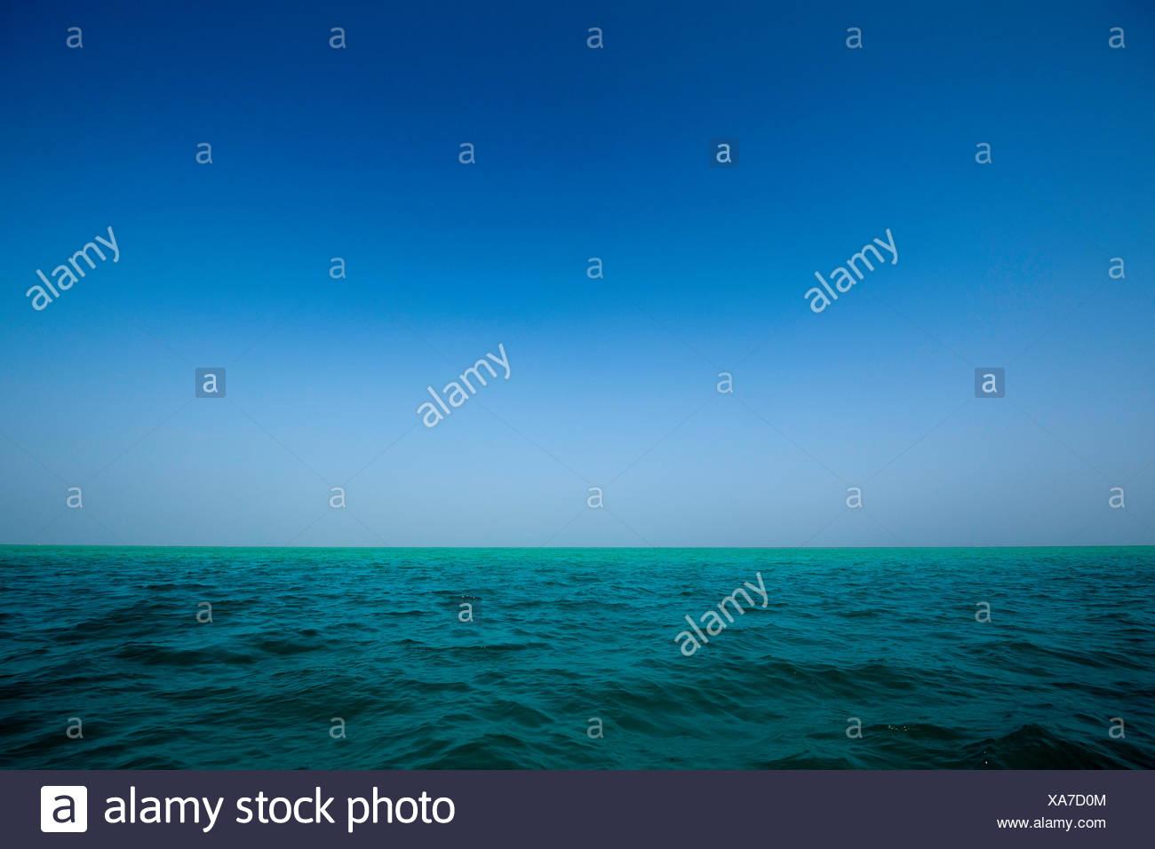 Der Horizont über dem Wasser von Mabualau Insel. Stockbild