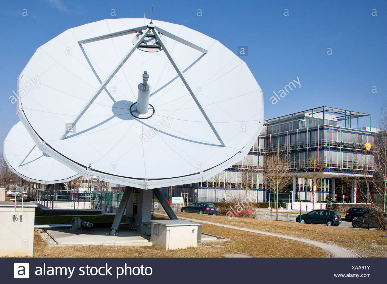 satellite dish stockfotos satellite dish bilder seite. Black Bedroom Furniture Sets. Home Design Ideas