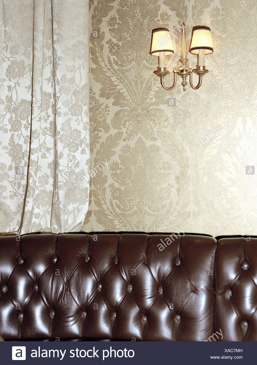 Braune Ledercouch Im Wohnzimmer Stockfoto Bild 281781937