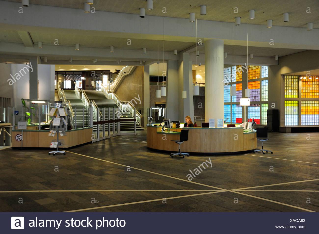 Öffentlichen Eingangsbereich der Nationalbibliothek, Staatsbibliothek, von dem Architekten Hans Scharoun, Berlin, Deutschland, Europa Stockbild