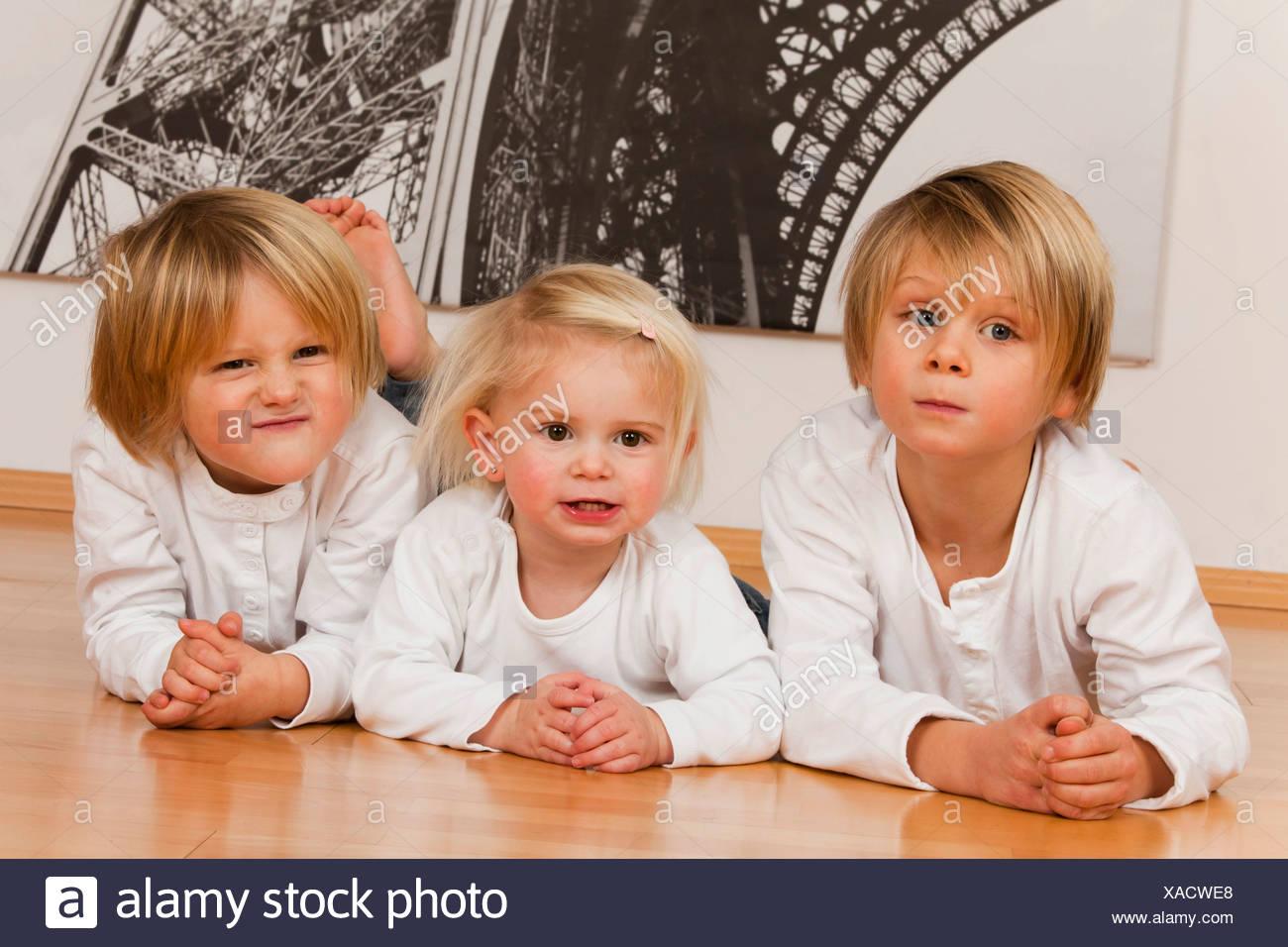 1 Mädchen aus 2 Jungs