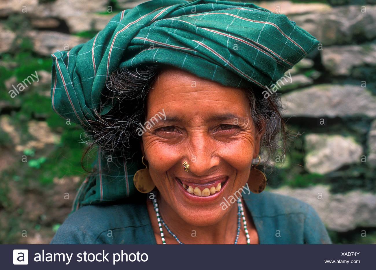 Porträt von eine freundliche Frau, Dodi Tal, ethnische Gruppe der Bhotia, Garhwal Himalaya, Nord-Indien, Asien Stockbild