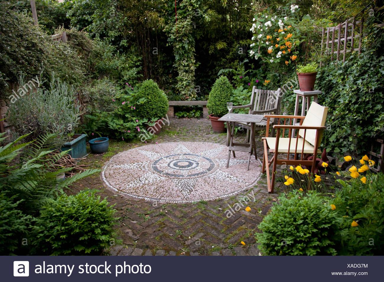 Chair Garden Flowers Stockfotos und  bilder Kaufen   Alamy