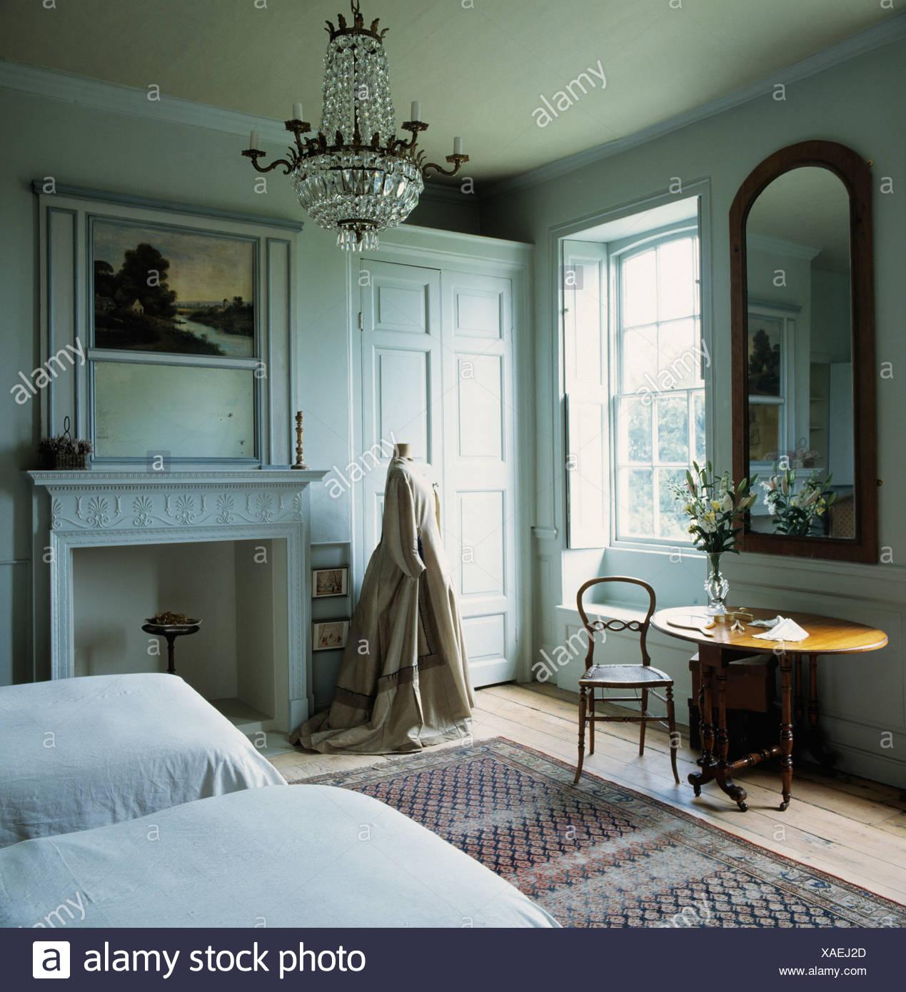 Viktorianischen Kleid In Grau Schlafzimmer Im Landhaus Stand