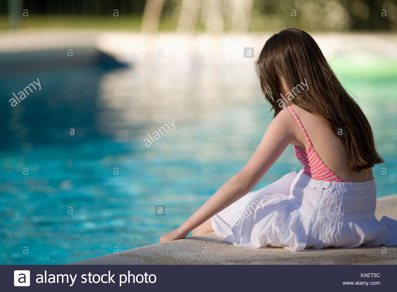 Nackt junges mädchen im schwimmbad Hübsche Girls