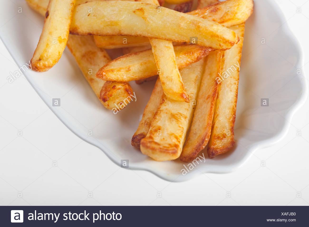 Pommes Frites auf einem typischen Teller Stockbild