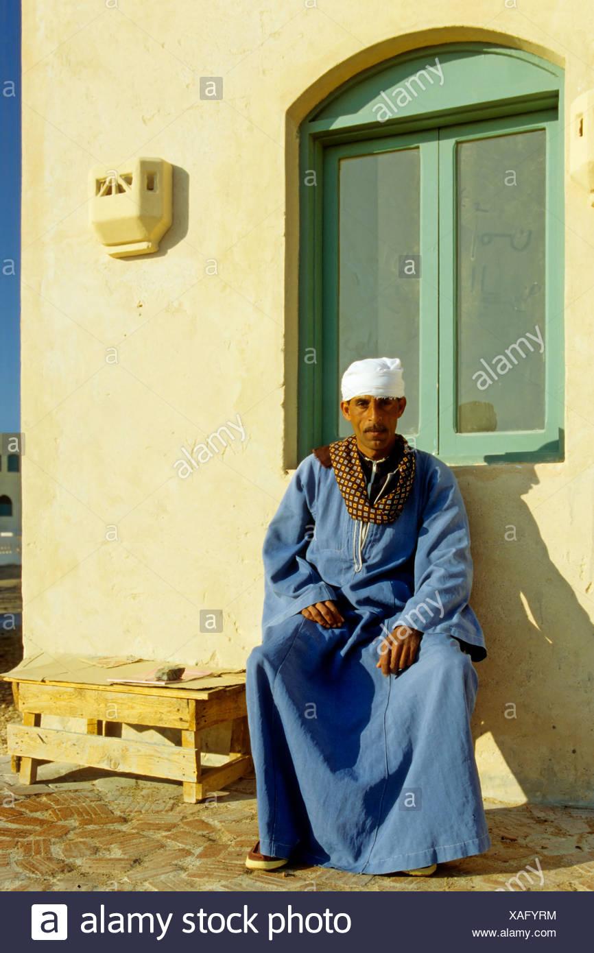 Ägyptische, Mann, Trachten, Dschjellahba, Haus, El Gouna, Ägypten, Afrika Stockbild